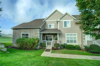 Olathe Condo/Townhouse For Sale: 11718 S Roundtree Street