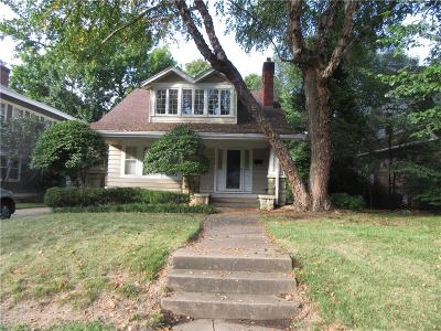 Single Family Home For Sale: 446 W 63rd Street