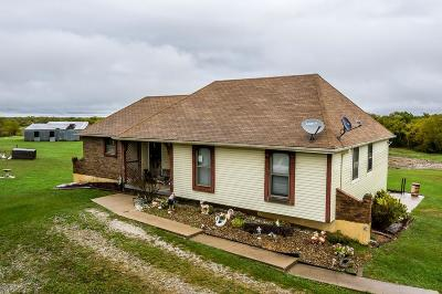 Tonganoxie Single Family Home For Sale: 23068 Garrett Road