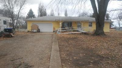 Shawnee County Single Family Home Auction: 5840 SE 45th Street