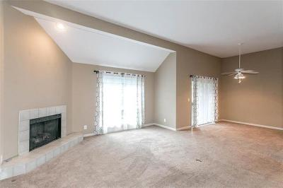 Overland Park Condo/Townhouse For Sale: 11220 Nieman Road #302