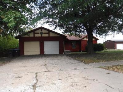 Topeka Single Family Home For Sale: 1736 SE 36th Terrace