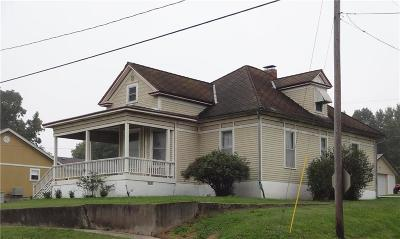 Doniphan County Single Family Home For Sale: 201 S Kansas Street