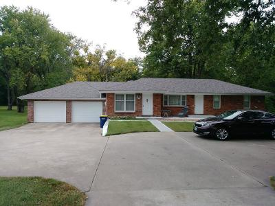 Single Family Home For Sale: 416 N Us 169 Highway