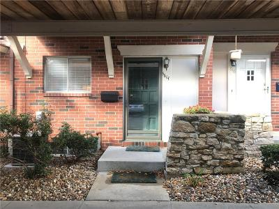 Overland Park Condo/Townhouse For Sale: 5614 W 97th Street