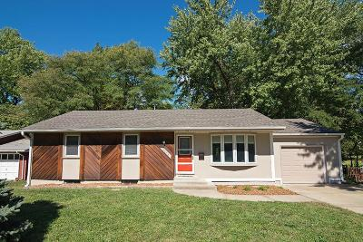 Overland Park Single Family Home For Sale: 8406 W 79 Street