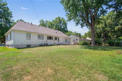 Overland Park Single Family Home For Sale: 7110 W 72 Street