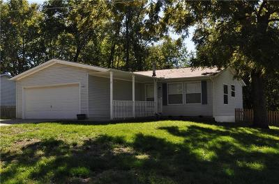 Liberty Single Family Home For Sale: 405 Wherritt Lane