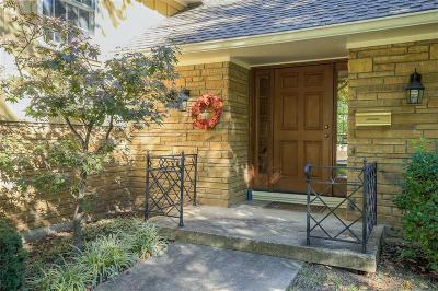Leawood Single Family Home For Sale: 9811 Ensley Lane
