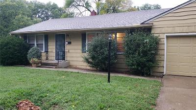 Raytown Single Family Home For Sale: 8830 Richards Drive
