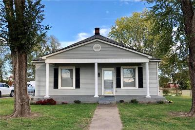 Doniphan County Single Family Home For Sale: 215 S 8th Street