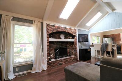 Kansas City Single Family Home For Sale: 11025 Harrison Street