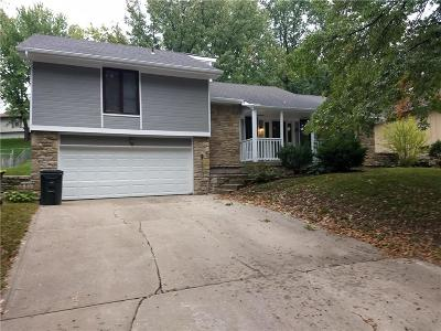 Parkville Single Family Home For Sale: 5705 NW Raintree Drive