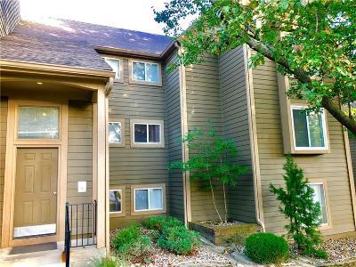 Overland Park KS Condo/Townhouse For Sale: $129,995