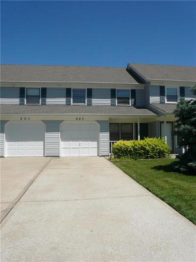 Lee's Summit Condo/Townhouse For Sale: 803 SE Country Lane
