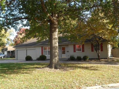 Overland Park Single Family Home For Sale: 10409 Beverly Drive