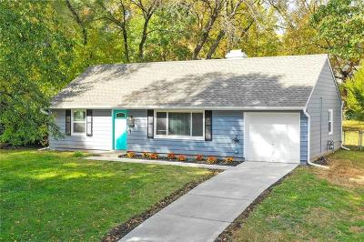 Prairie Village Single Family Home For Sale: 7612 Rainbow Drive