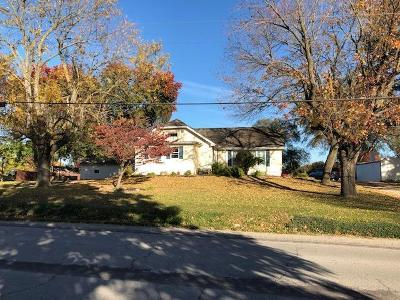 Clinton County Single Family Home For Sale: 301 N Us 169 Highway