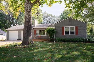 Overland Park Single Family Home For Sale: 7601 Hemlock Street
