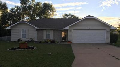 Grain Valley Single Family Home For Sale: 102 Aaron Court