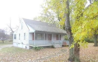Kansas City Single Family Home For Sale: 8911 Elm Avenue