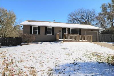 Kansas City Single Family Home For Sale: 9627 Spring Valley Court