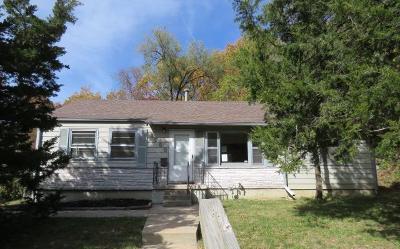 Kansas City Single Family Home For Sale: 1600 Holt Lane