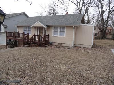 Kansas City Single Family Home For Sale: 4604 NE 47th Street