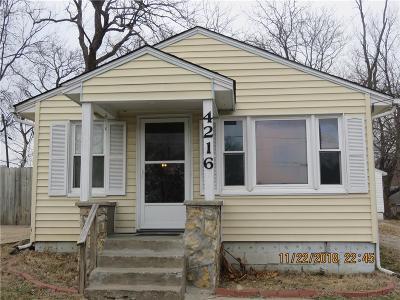 Kansas City Single Family Home For Sale: 4216 NE 44th Terrace