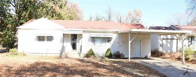 Topeka Single Family Home For Sale: 1002 SE 30 Street