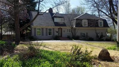 Leawood Single Family Home For Sale: 9501 Manor Road