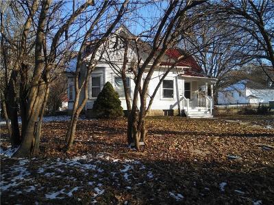 Single Family Home For Sale: 515 N Main Street