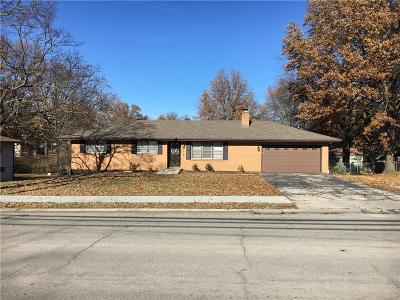 Gladstone Single Family Home For Sale: 1600 NE 76th Street