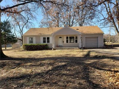 Raytown Single Family Home For Sale: 8716 Booth Avenue