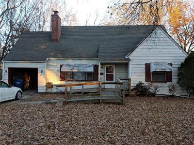 Roeland Park KS Single Family Home For Sale: $238,500