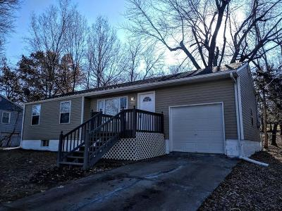 Cass County, Clay County, Platte County, Jackson County, Wyandotte County, Johnson-KS County, Leavenworth County Single Family Home For Sale: 7915 E 57th Street