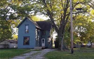 Caldwell County Single Family Home Show For Backups: 404 E Bird Street
