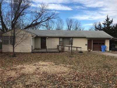 Tonganoxie Single Family Home For Sale: 203 W 2nd Street