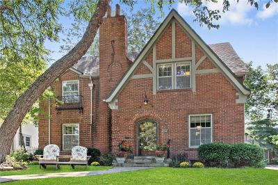 Kansas City Single Family Home For Sale: 655 W 70th Street