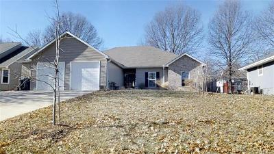 Grain Valley Single Family Home For Sale: 912 SW Cross Creek Drive
