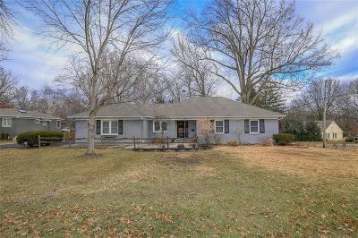 Leawood Single Family Home For Sale: 9009 Cherokee Lane