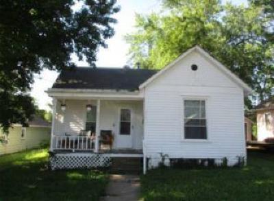 Warrensburg MO Single Family Home For Sale: $60,000