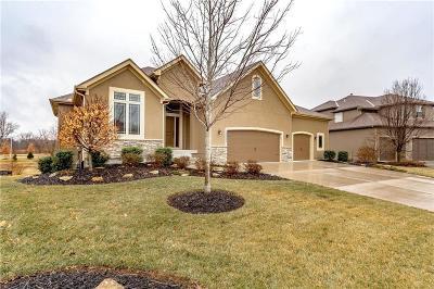 Olathe Single Family Home For Sale: 16622 S Marais Drive