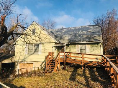 Single Family Home For Sale: 3404 N Oakland Avenue