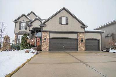 Olathe Single Family Home For Sale: 10831 S Appleridge Lane