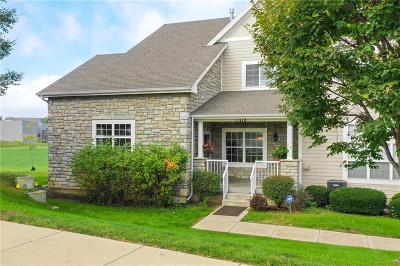Olathe Condo/Townhouse For Sale: 11718 S Roundtree Street