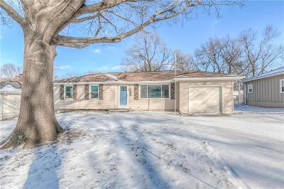 Overland Park Single Family Home For Sale: 8519 Stearns Avenue