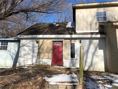 Single Family Home For Sale: 402 Smith Street