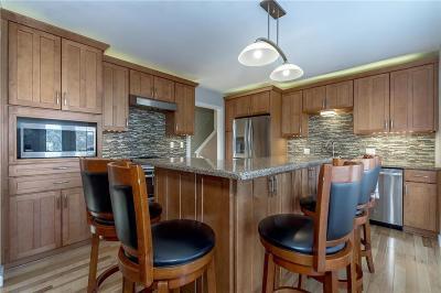 Lenexa Single Family Home For Sale: 8765 Candlelight Lane