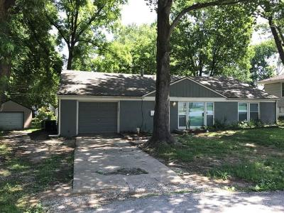 Independence Single Family Home For Sale: 10524 E Lake Drive